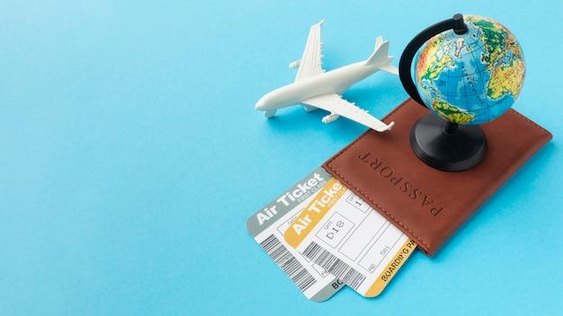 Расположение паспорта и билетов под углом Бесплатные Фотографии