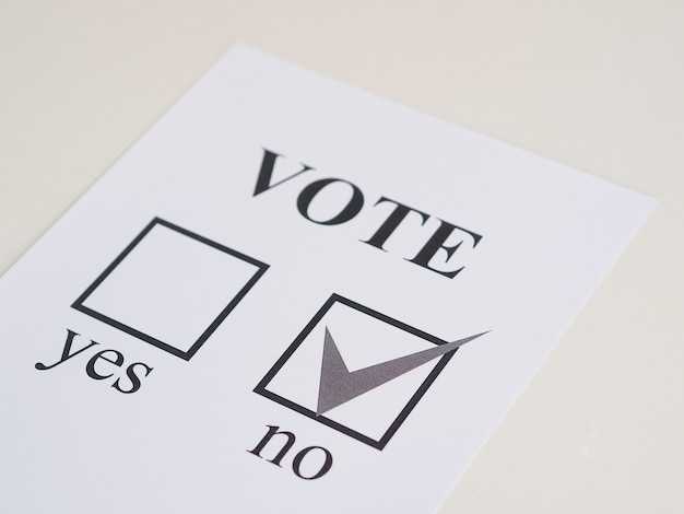 High angle referendum negative choice Free Photo