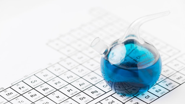 화학 성분이 포함 된 높은 각도의 과학 요소 무료 사진