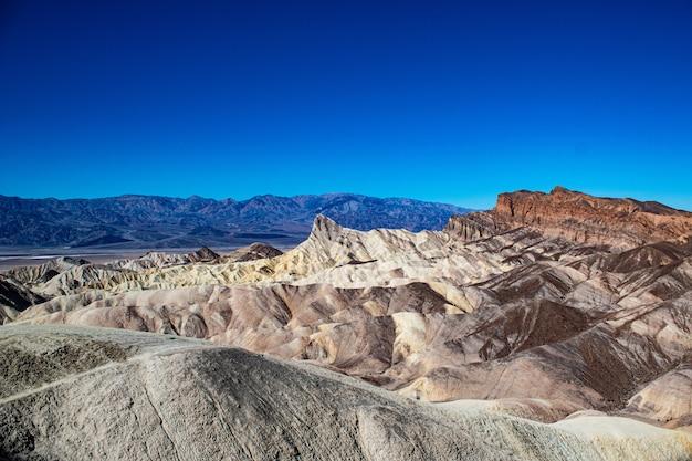 アメリカ、カリフォルニア州の折り返し山デスバレー国立公園スキッドーのハイアングルショット 無料写真