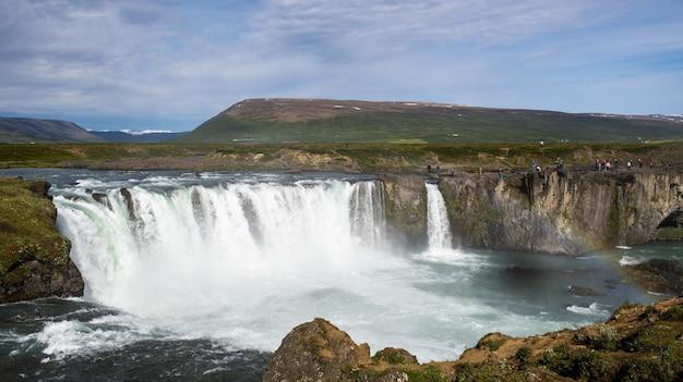アイスランドのgodafoss fosshollラグーンのハイアングルショット 無料写真