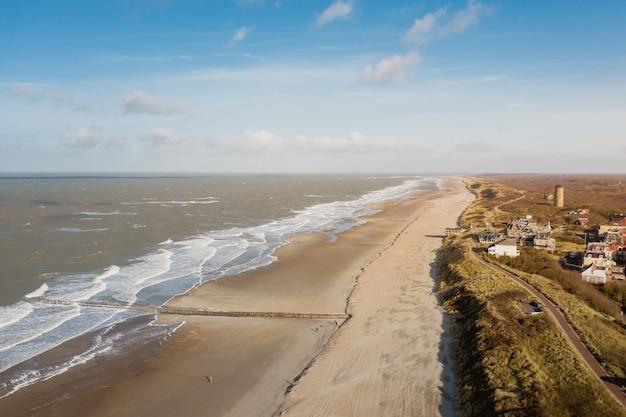 オランダ、ドンブルグの海辺のハイアングルショット 無料写真