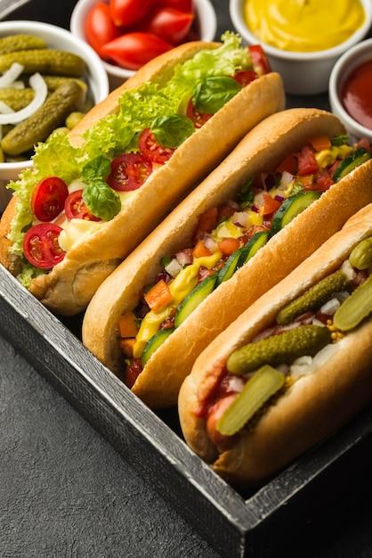 野菜とハイアングルのおいしいホットドッグ 無料写真