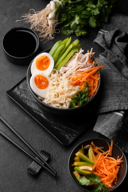 High angle of traditional asian noodles with vegetables Free Photo
