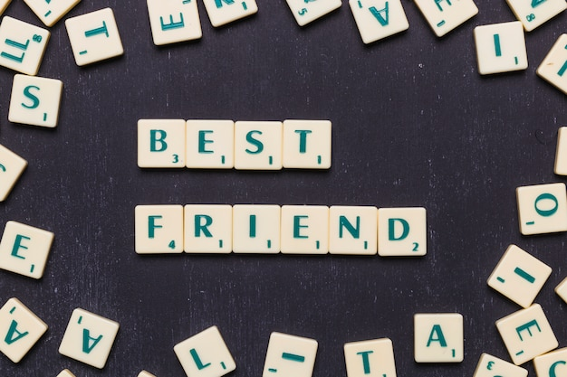 High angle view of best friend made with scrabble letters Free Photo