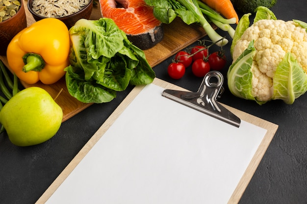 High angle view clipboard with vegetables Free Photo