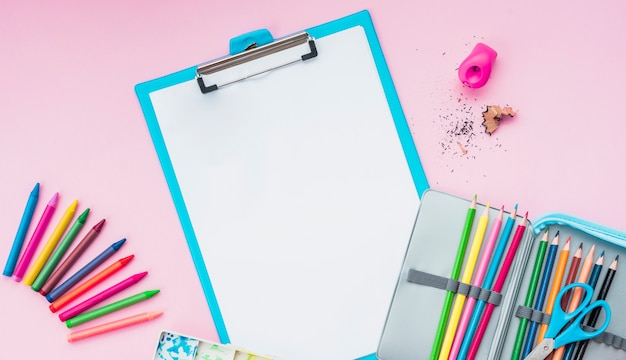 High angle view of drawing supplies on pink backdrop Free Photo