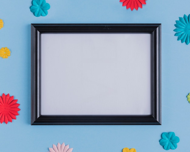 High angle view of empty white frame with black wooden border Free Photo