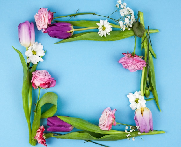 High angle view of flower frame over blue background Free Photo