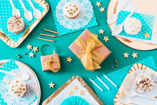 High angle view of gifts with muffins on plate and tray Free Photo