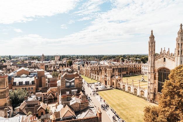 ケンブリッジ、英国の街の高角度ビュー Premium写真