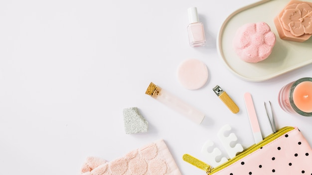 High angle view of spa products on white backdrop Free Photo