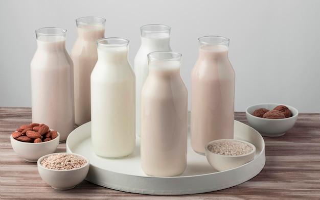 さまざまな種類の牛乳のハイアングル Premium写真