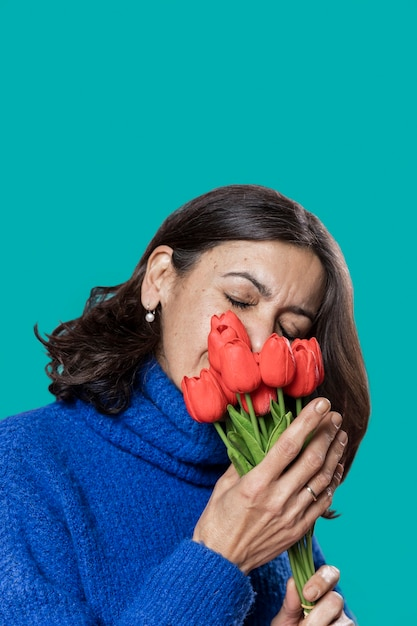 High angle woman with flowers bouquet Premium Photo