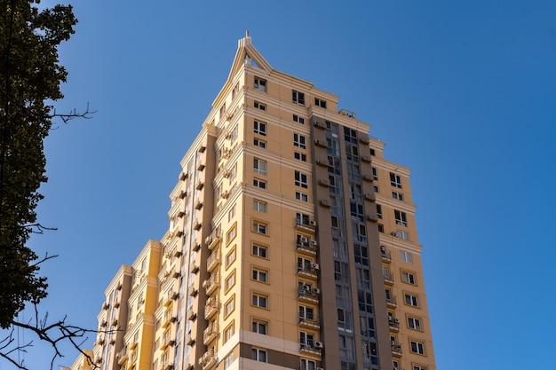 Высотные жилые дома в одессе Premium Фотографии