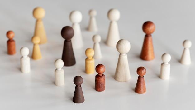 Концепция включения разнообразных деревянных персонажей с высоким обзором Бесплатные Фотографии
