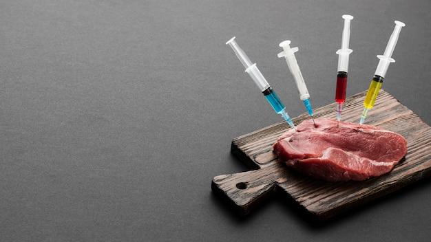 注射器で満たされたハイビュー肉 無料写真