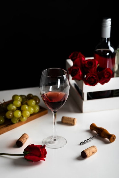 High view wine appetizer with grapes Free Photo