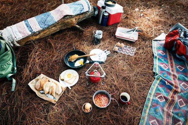 Hiking camping food outdoorsconcept Premium Photo