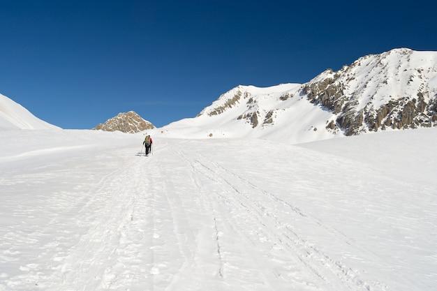 Hiking in winter Premium Photo
