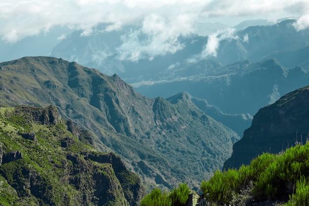 Холмы и скалистые горы мадейры, португалия Premium Фотографии