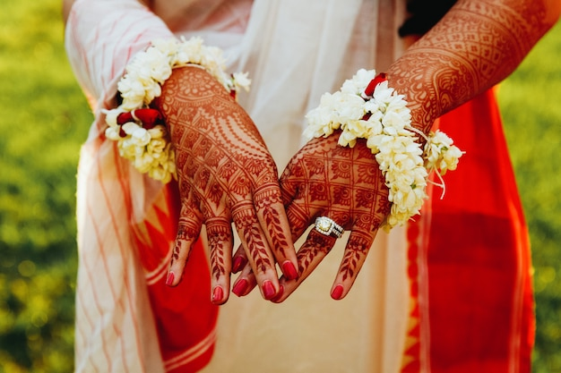 Hindu bride shows her hands covered with henna tattoos Free Photo