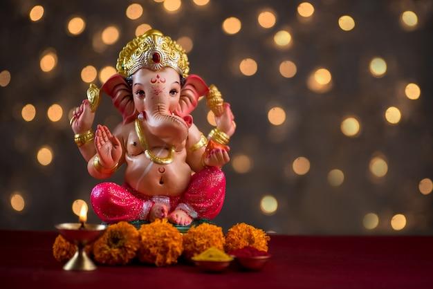 Hindu god ganesha, ganesha idol. Premium Photo