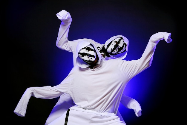 Hip hop dancer in dance Free Photo