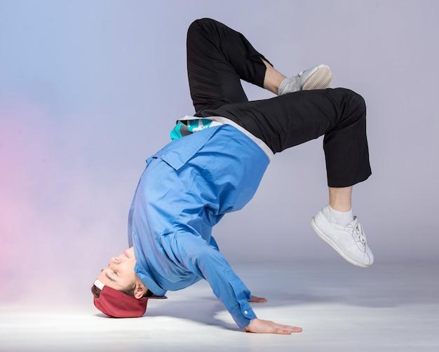 Hip hop dancer is showing some movements. Premium Photo