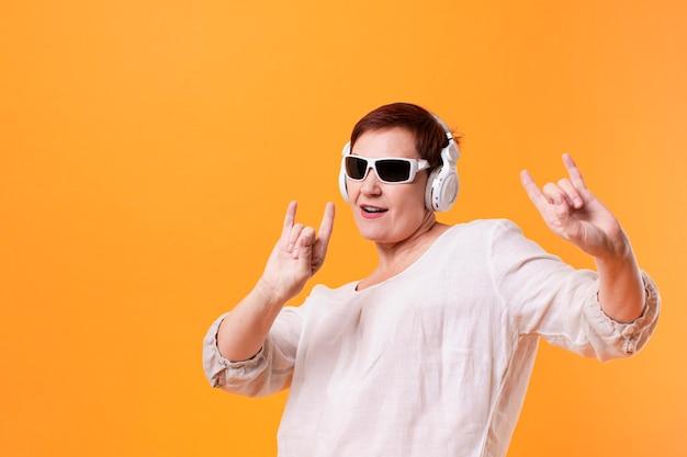 Hipster elder listening rock music Free Photo