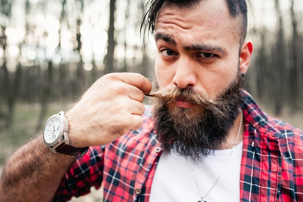 hipster lumberjack axe chainsaw bearded beard Free Photo