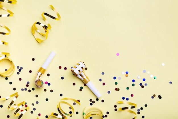 パーティーのhistとコピースペースで紙吹雪 無料写真