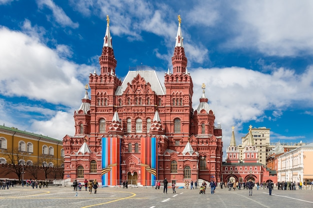 Historical museum on the red square in moscow, russia. Premium Photo