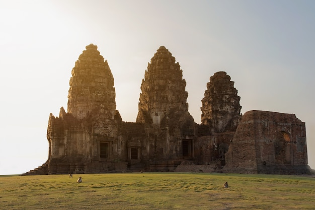 Historical park three-pagodas palace ruin named phra prang sam yod, the tradition place for tourists in lopburi province, thailand. Premium Photo