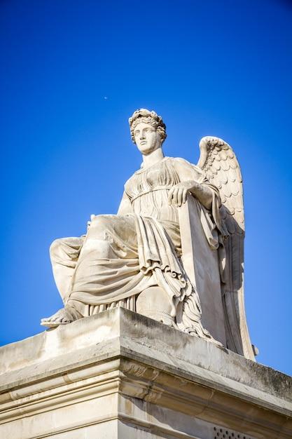 History statue near the triumphal arch of the carrousel, paris, france Premium Photo