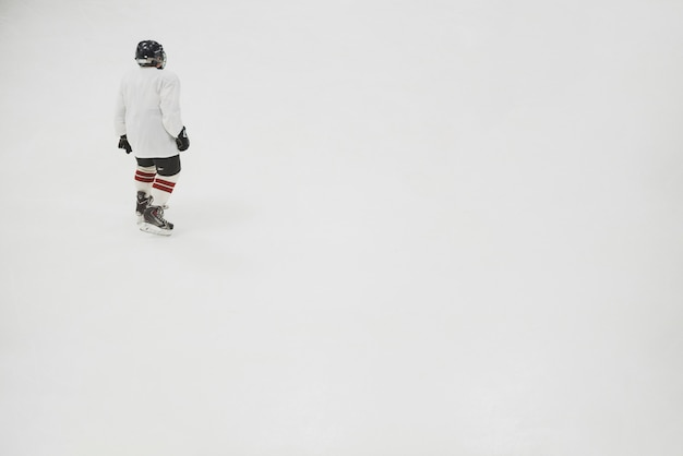 Hockey player on rink Premium Photo