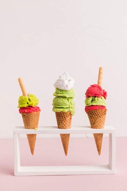 Holder with red and green ice cream cones Free Photo