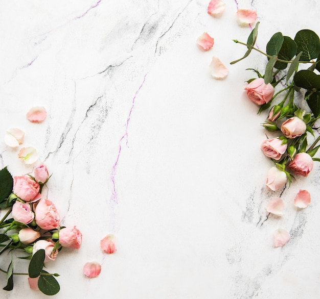 Holiday background with pink roses Premium Photo