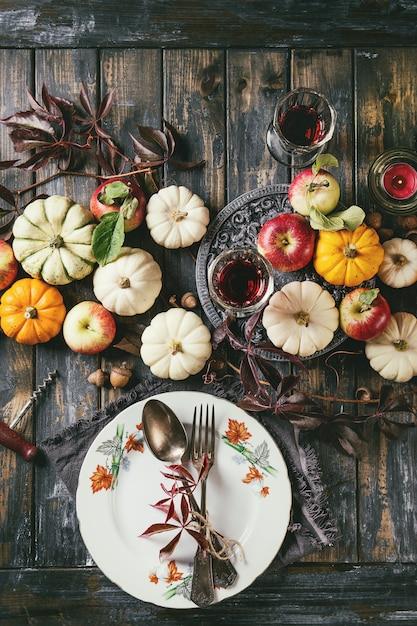 Holiday table decoration Premium Photo
