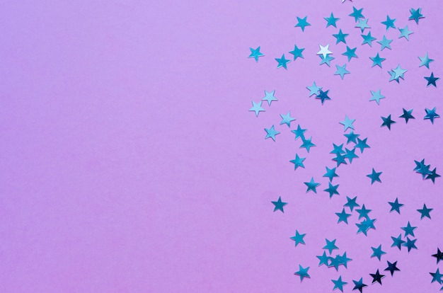 Holographic stars on trendy purple background. Premium Photo