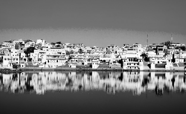 The holy brahman town and lake in the early morning, pushkar, rajasthan, india. Free Photo