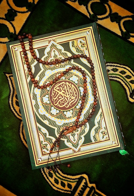 Holy quran book with rosary Premium Photo