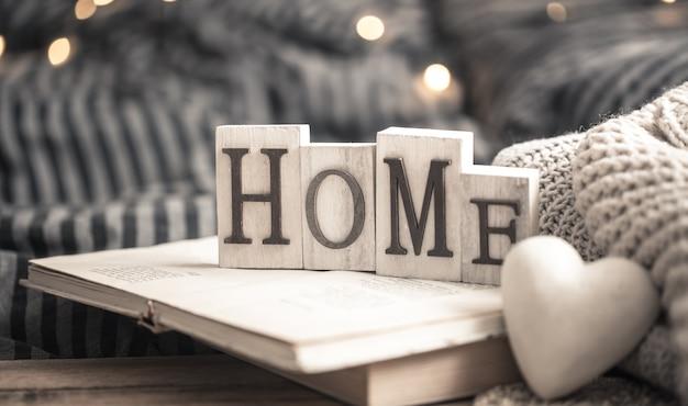 Home letters on books Premium Photo