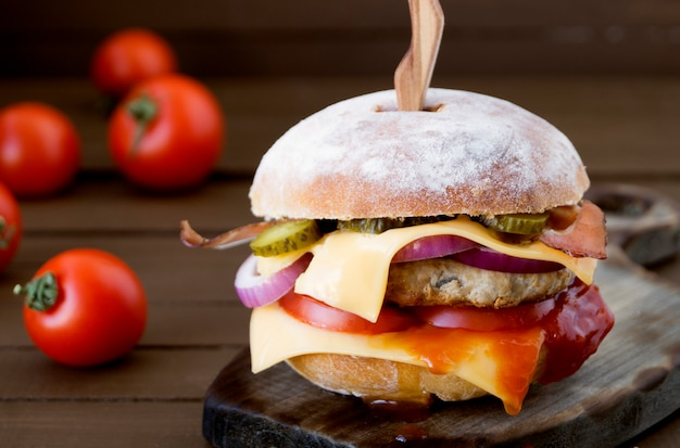 Home made big burger on wooden background. Premium Photo
