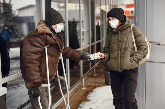 Homeless in a winter city. man asking for food. Free Photo
