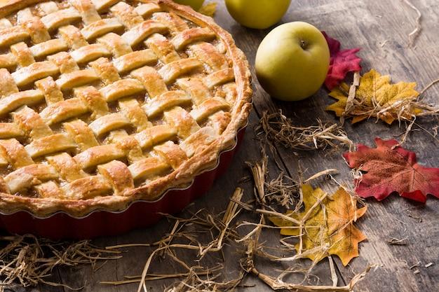 Homemade apple pie on wood table Premium Photo