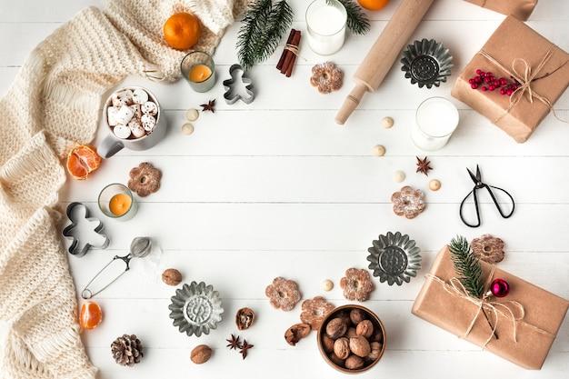 수 제 빵집 만들기, 크리스마스 트리 클로즈업의 형태로 진저 쿠키. 무료 사진