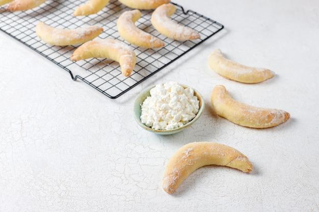 Домашнее печенье в форме банана с творожной начинкой. Бесплатные Фотографии