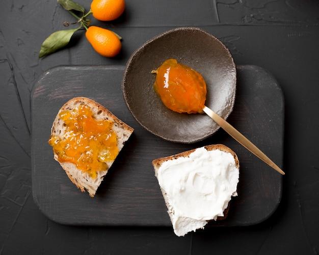 Домашний завтрак с хлебом и вареньем сверху Бесплатные Фотографии