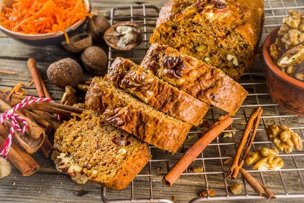 Homemade carrot cake with walnuts Premium Photo